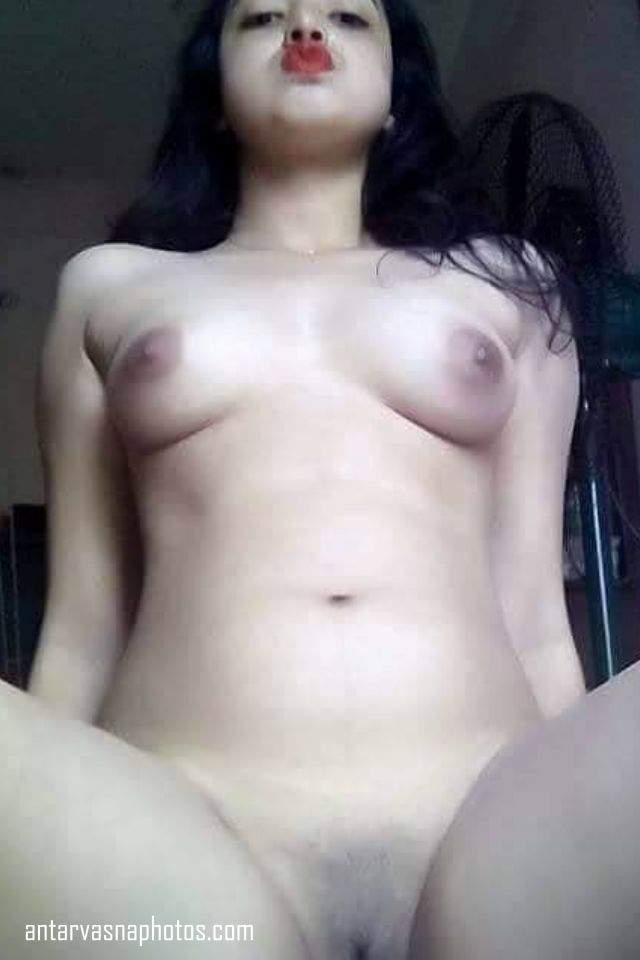 Hot Indian Girl aasha choot dikhati