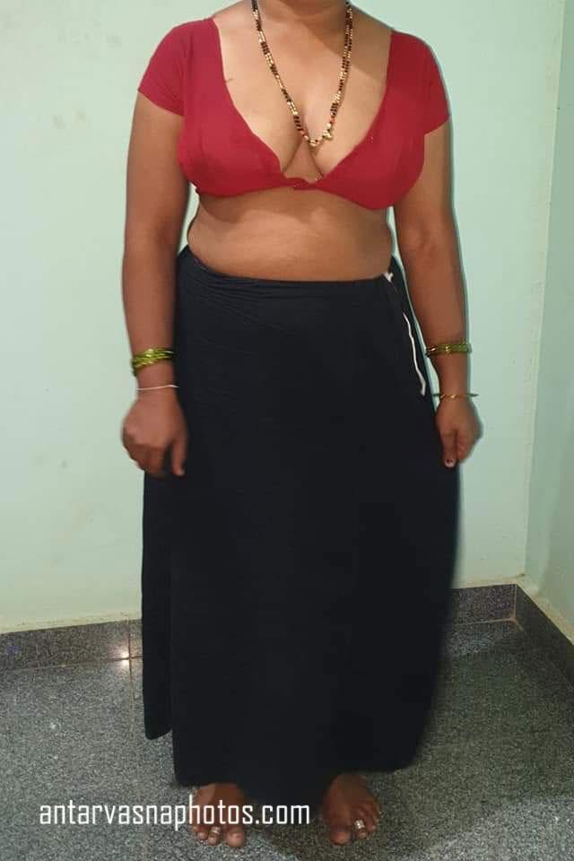 Kanika bhabhi ke sexy cleavage ki photos