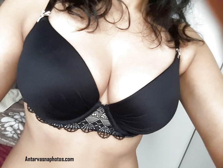 paki girl ke big boobs kali bra me