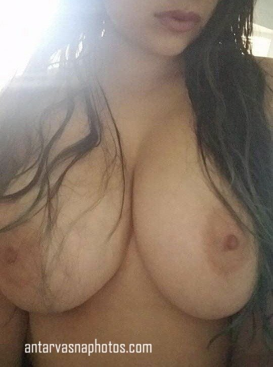 Nicky ki big boobs ki photos