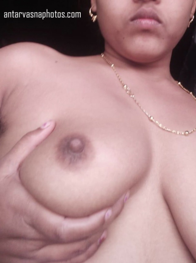 Rita bhabhi apni boobs dabati hui