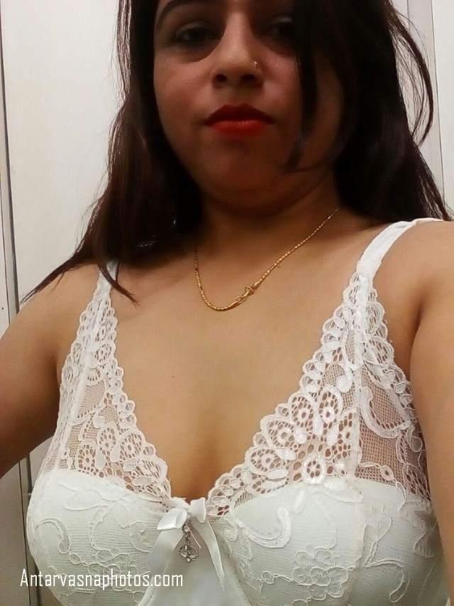 white transparent bra me mohini bhabhi