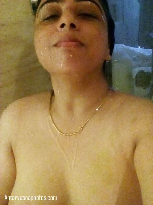 indian bhabhi mohini nangi shower leti hui