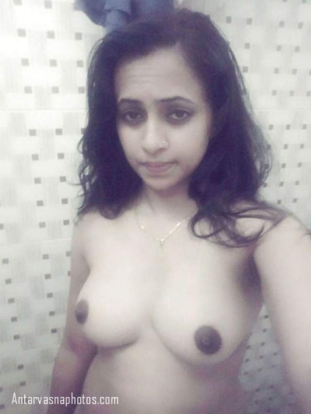 apne sexy boobs dikhati vidhya