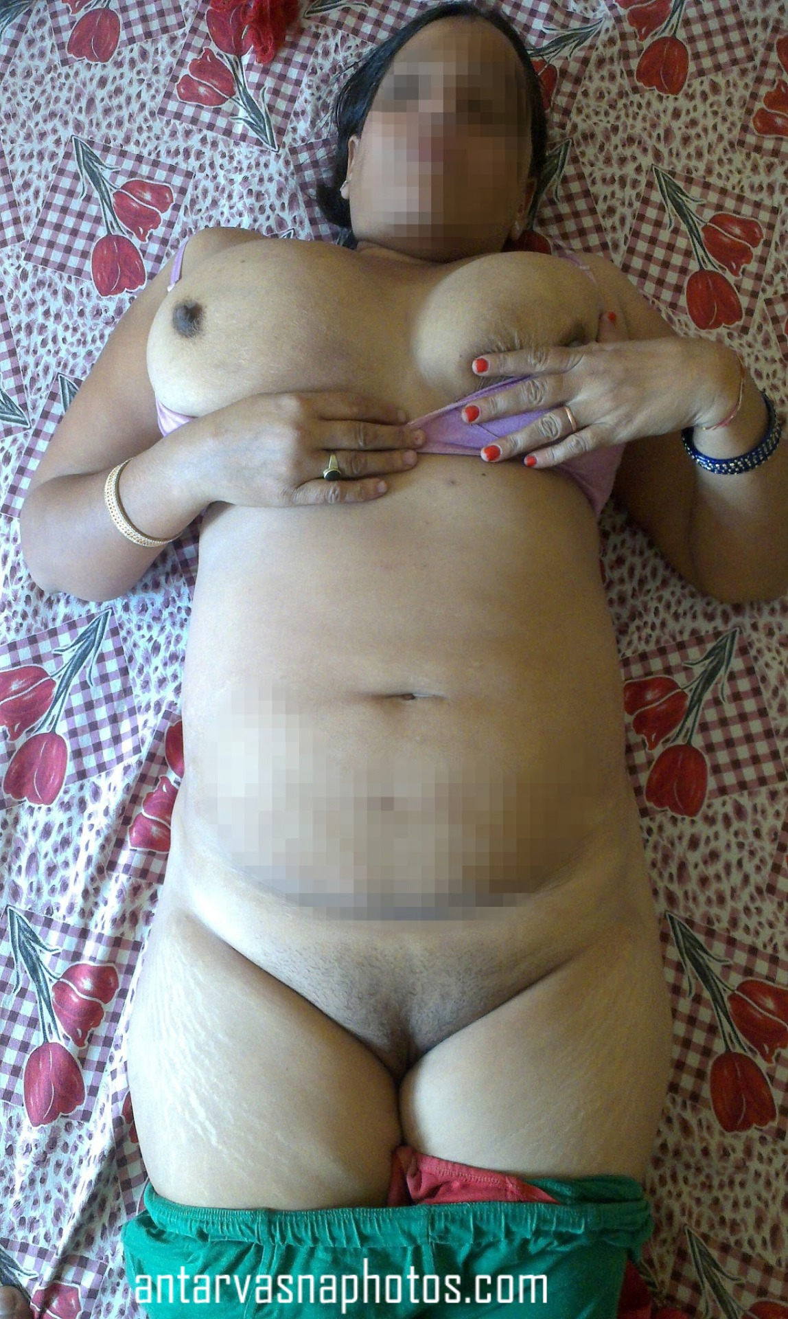Nilam aunty ki hot nude photos