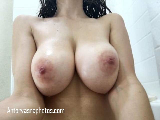 kritika big boob babe