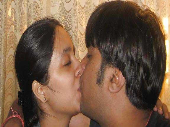 Hot romantic Indian pics