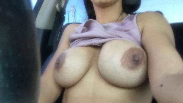car me apne big boobs dikhati