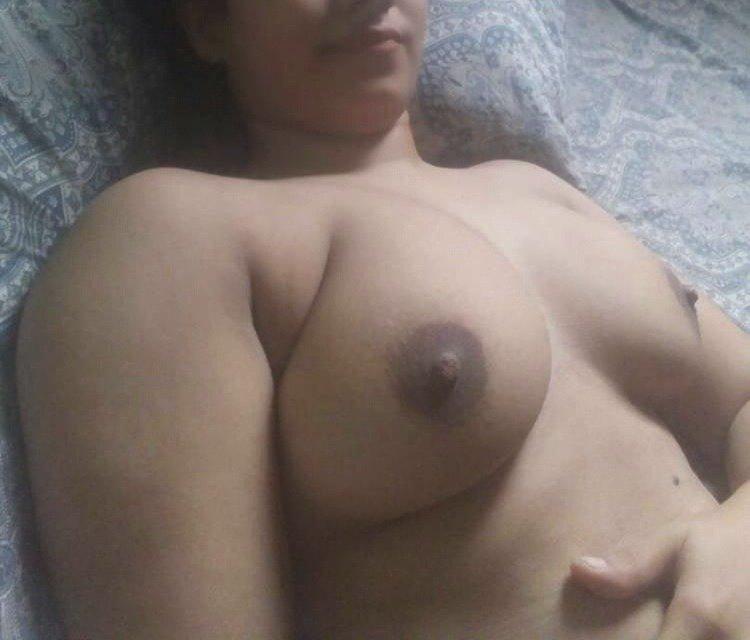 Desi girl Rhea ki boobs ki pics