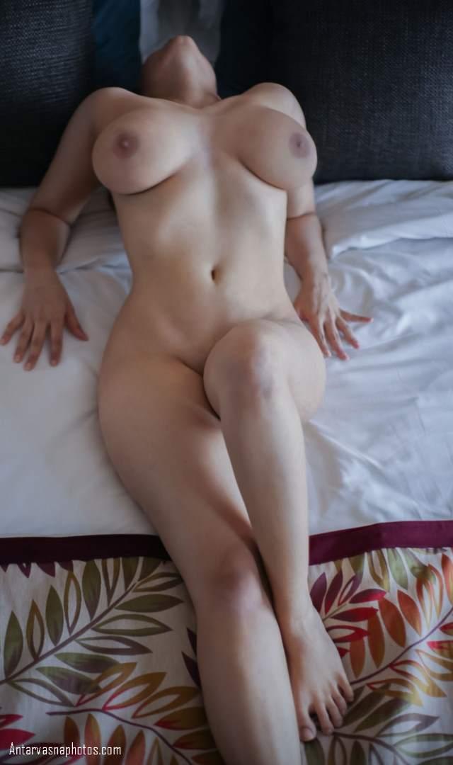sexy rich model bed me chudai ke liye nude