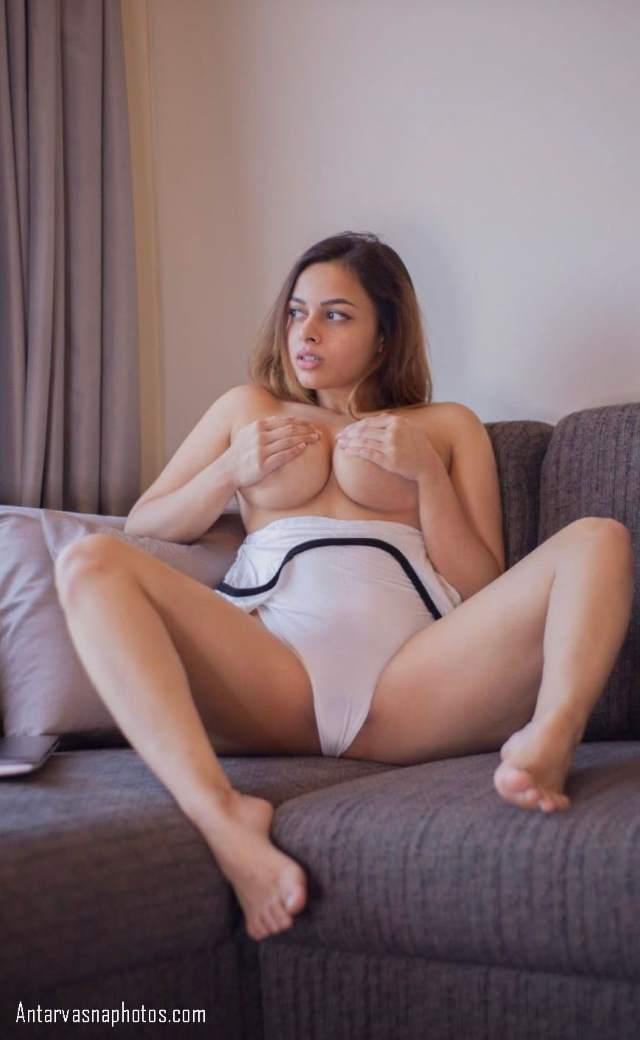 ariya apne big boobs masalti hui