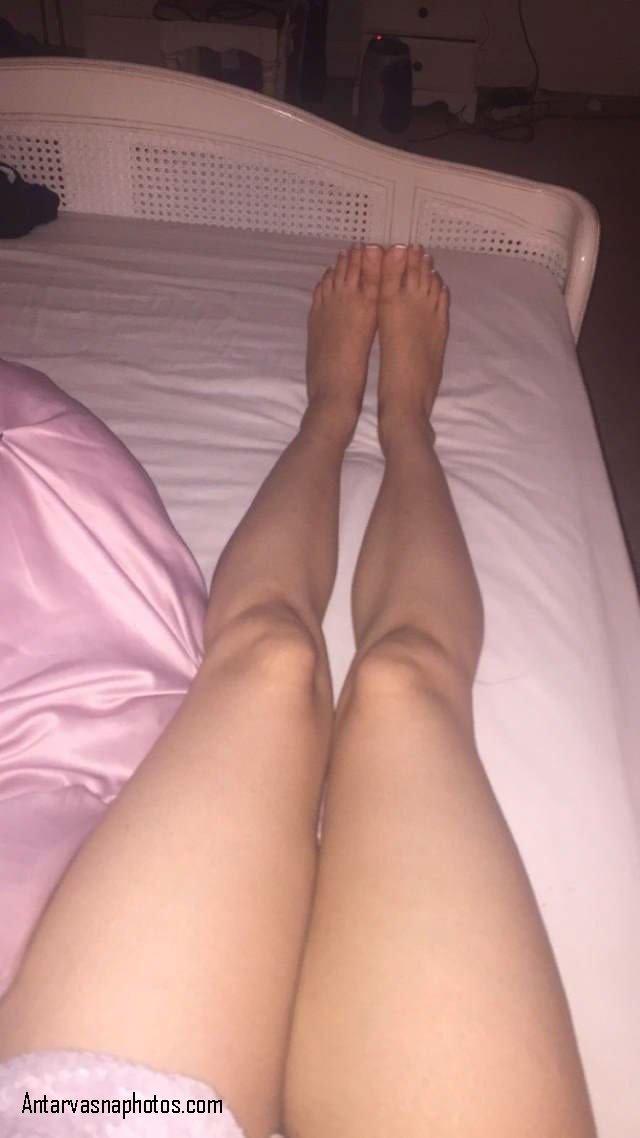 chikni legs dikhati hot girl