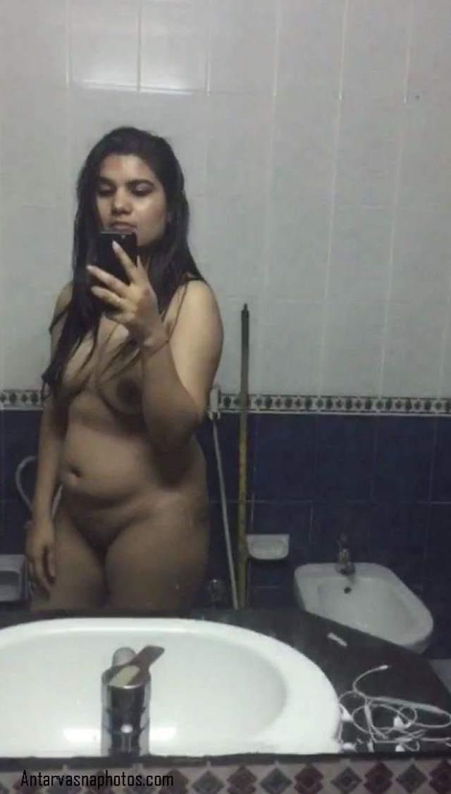 indian bhabhi sonali bathroom me selfie