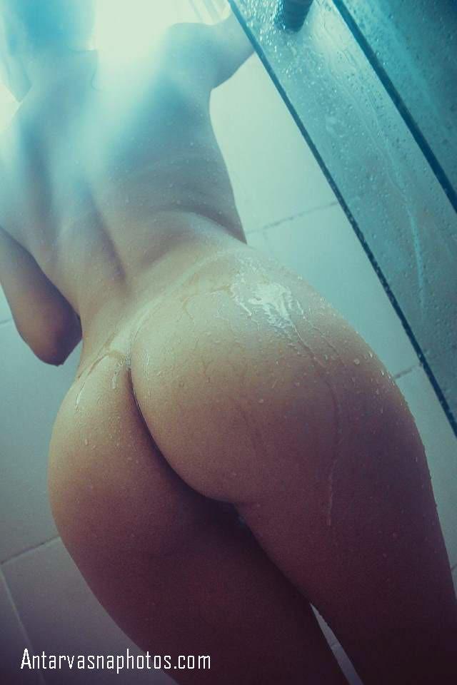 moti gaand wali nude shower leti girl