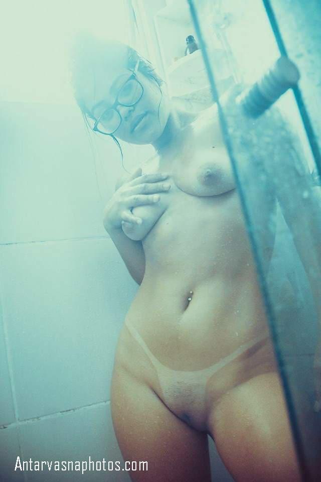 nude shower leti girl apna boob dabati